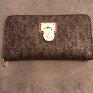 Michael Kors Logo Leather Zipper Wallet